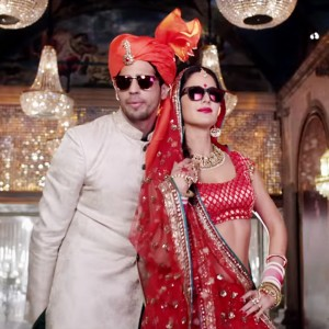 sidharth-malhotra-and-katrina-kaif-show-their-swag-in-kala-chashma-song-201607-1469603199-300x300